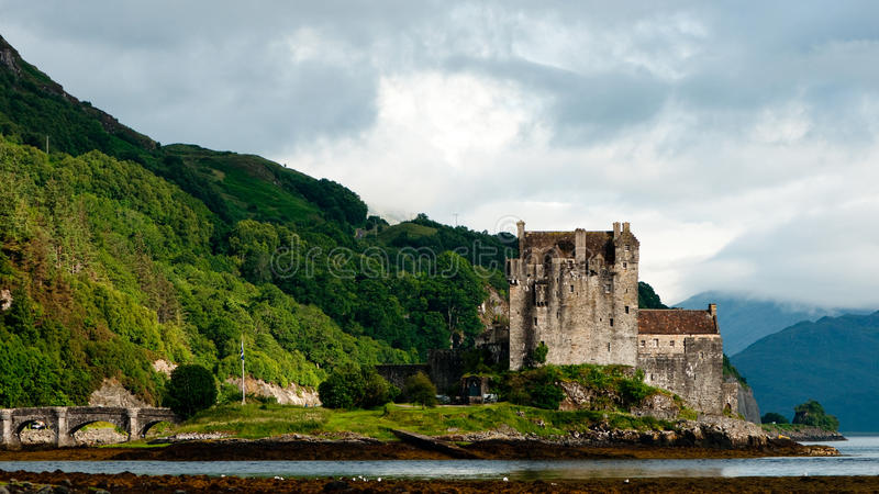 Download Eilean Donan castle stock photo. Image of lake, horizontal - 21892206