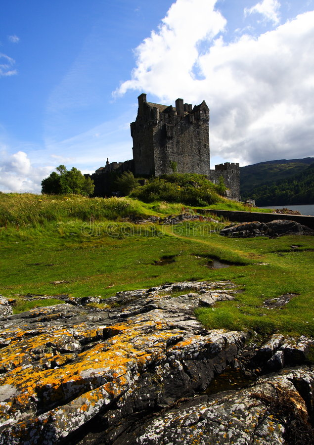 Free Eilean Donan Castle And Rocks Stock Photography - 8512452