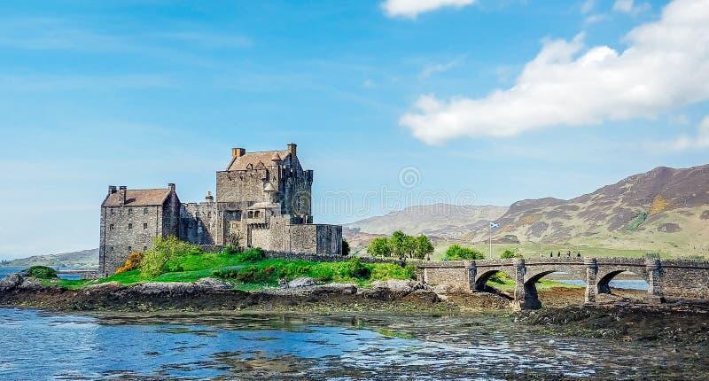 Eilean Donan Castle i Maj fotografering för bildbyråer