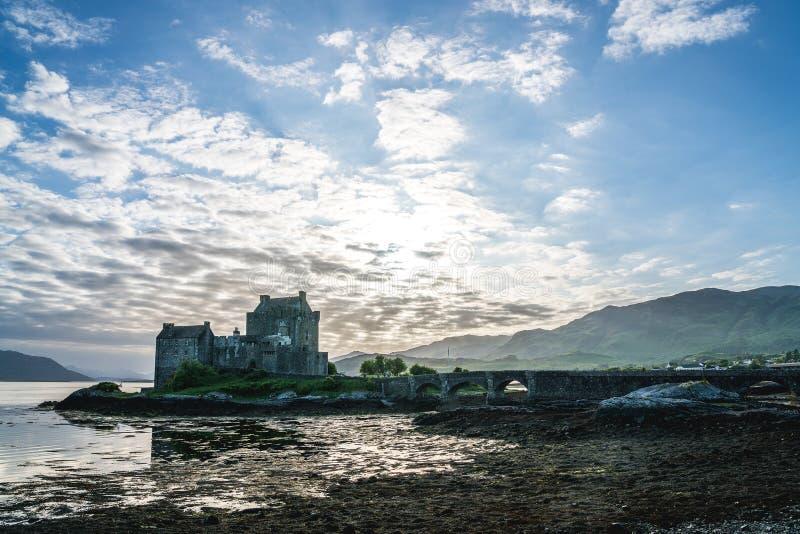 Eilean Donan Castle situato vicino all'isola di Skye, Scozia, Regno Unito fotografia stock libera da diritti