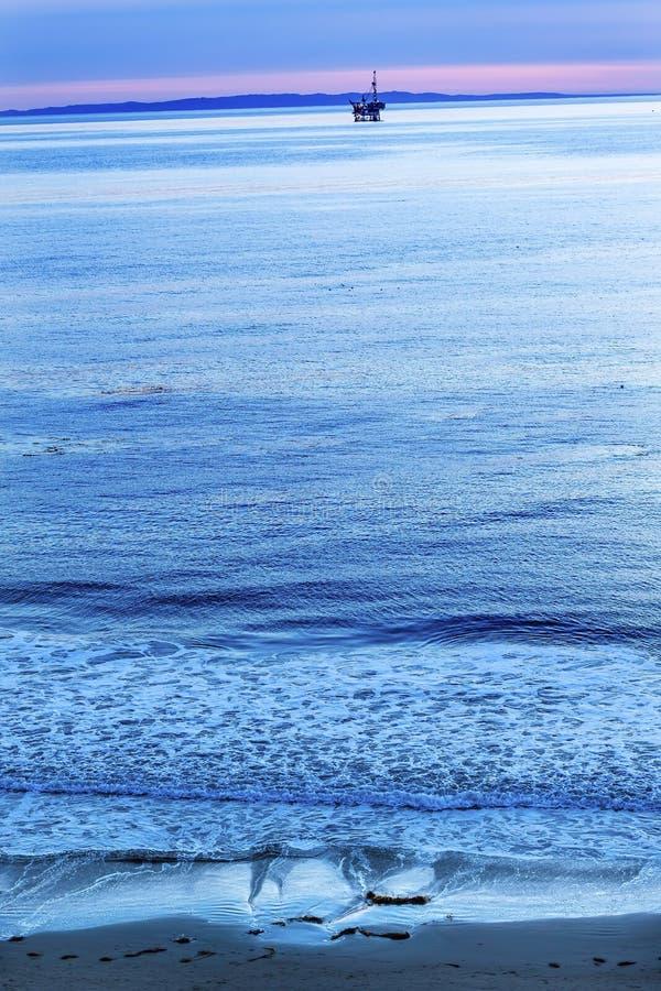 Eilwood-Ölquelle-Plattform-Pazifischer Ozean Goleta Kalifornien lizenzfreie stockbilder