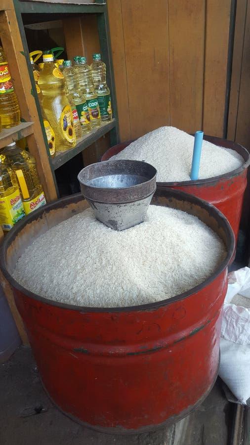 Eimer Reis lizenzfreie stockbilder