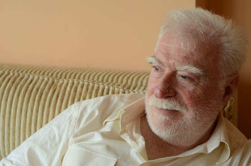 Ein älterer Mann stockfotos