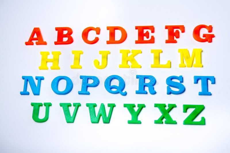 Ein Abschluss herauf Schuss von magnetischen Buchstaben stockfotografie