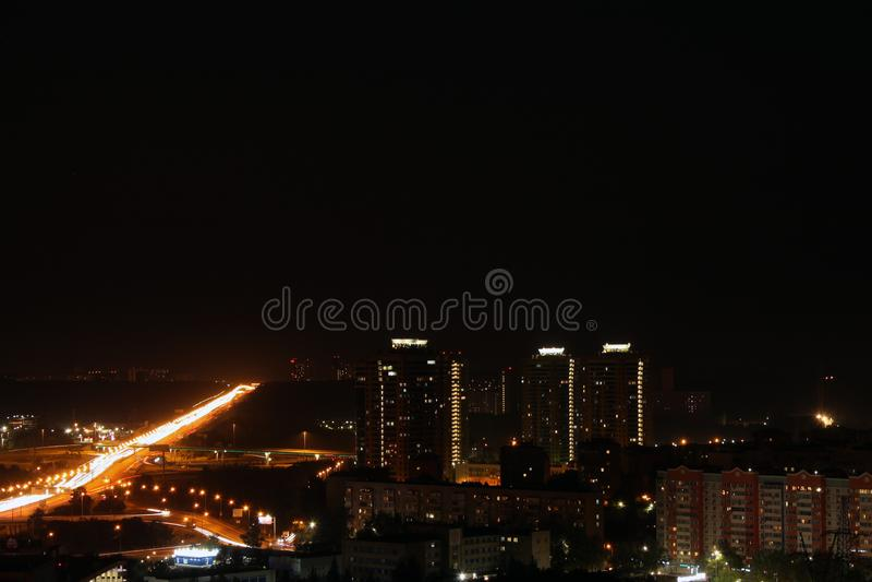 Ein abstrakter Panoramablick der Stadt nachts stockbild