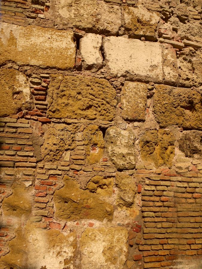Ein alter Abschnitt der Wand in Sevilla Spanien lizenzfreie stockfotografie