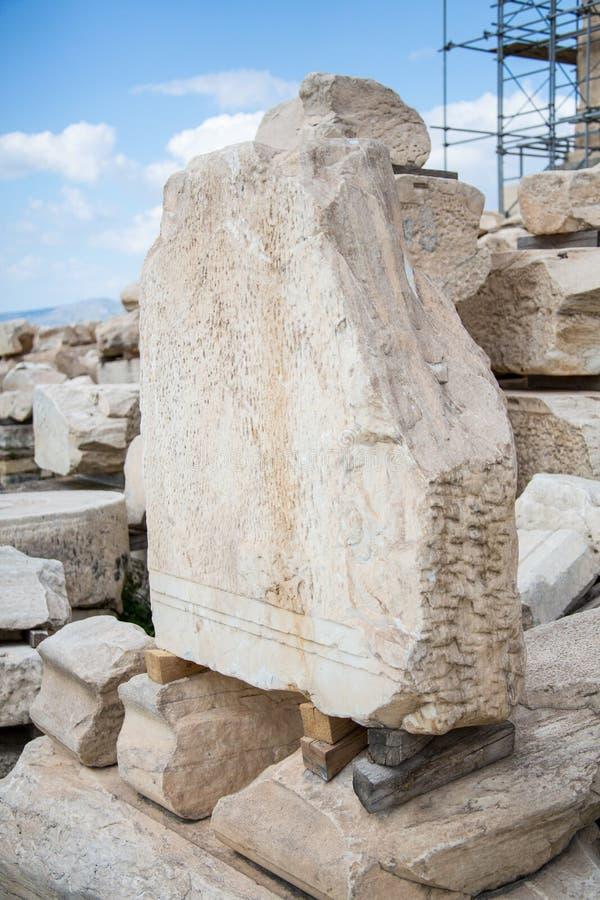 Ein alter Stein auf einem Gipfel stockfotografie