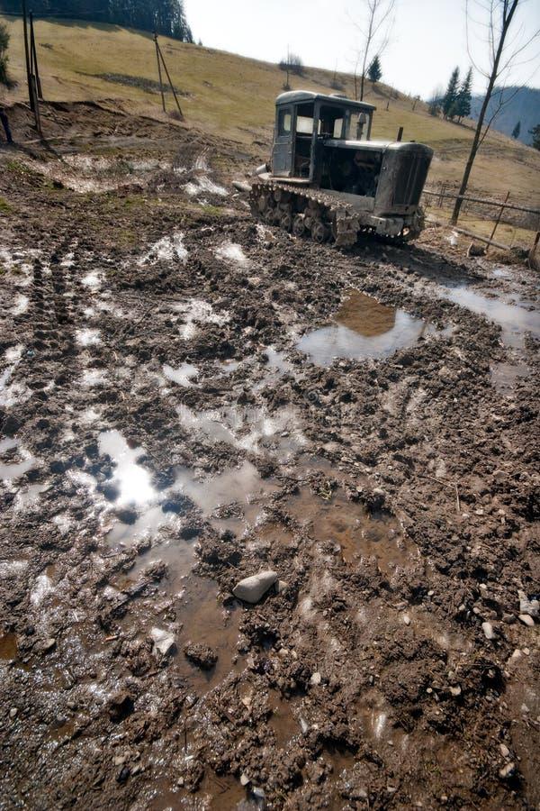 Download Ein Alter Traktor Wird Im Schmutz Verlassen Stockbild - Bild von maschine, schmutz: 9096081