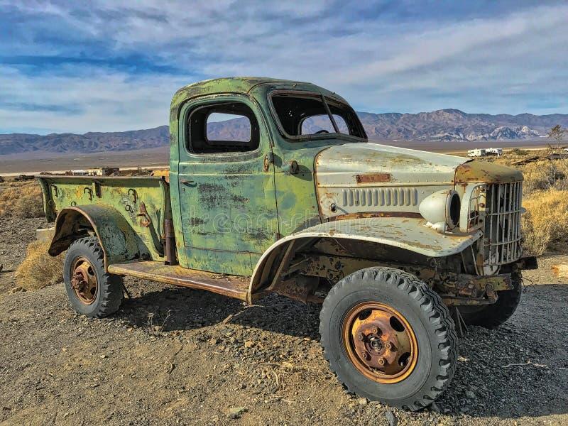 Ein alter verlassener LKW in der Geisterstadt Ballarat; Death Valley, Kalifornien, USA lizenzfreie stockfotos