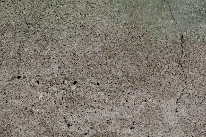 Ein altes, Betonmauer mit Sprüngen stockbild