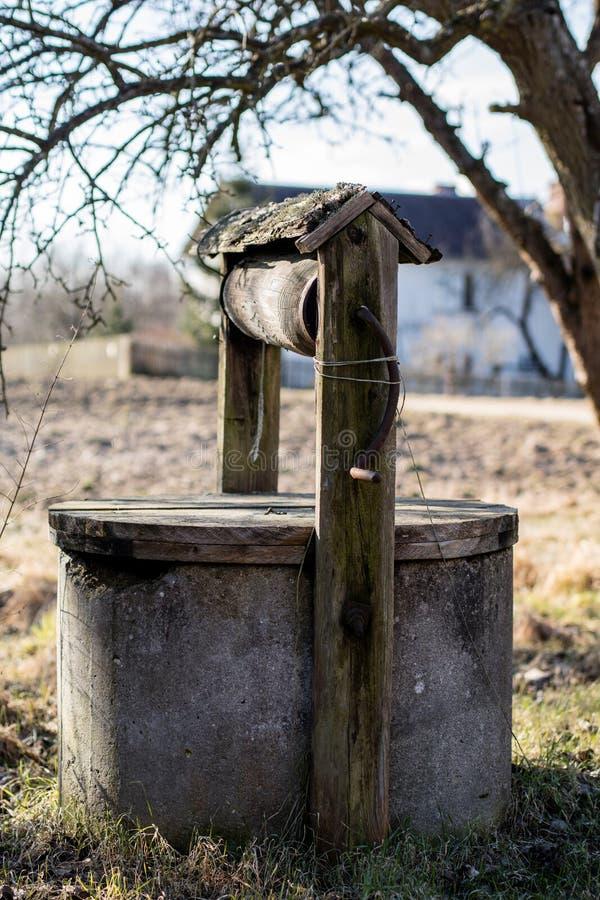 Ein altes gut am Bauernhof Gut für das zeichnende Wasser gelegen im c stockfoto