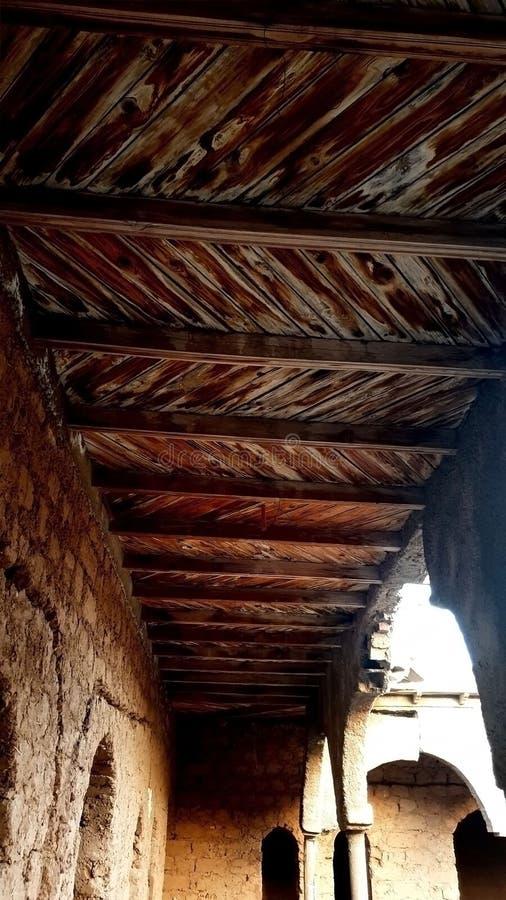 Ein altes hölzernes Dach lizenzfreie stockfotografie