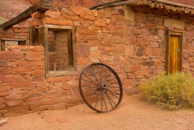 Ein altes Haus in der Wüste lizenzfreie stockfotografie