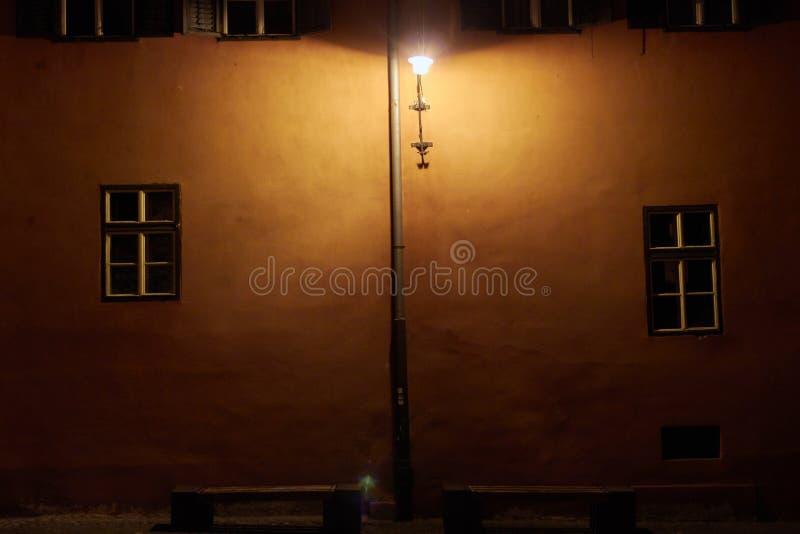Ein altes Haus nachts stockfoto