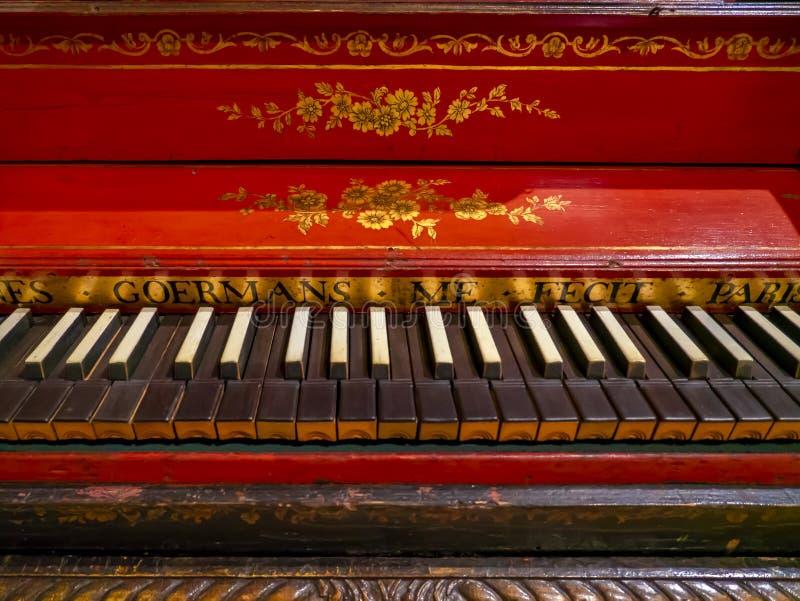 Ein altes Klavier Die Sammlung des Metropolitan Museums, die Fülle der Welt New York, Vereinigte Staaten von Amerika lizenzfreies stockfoto