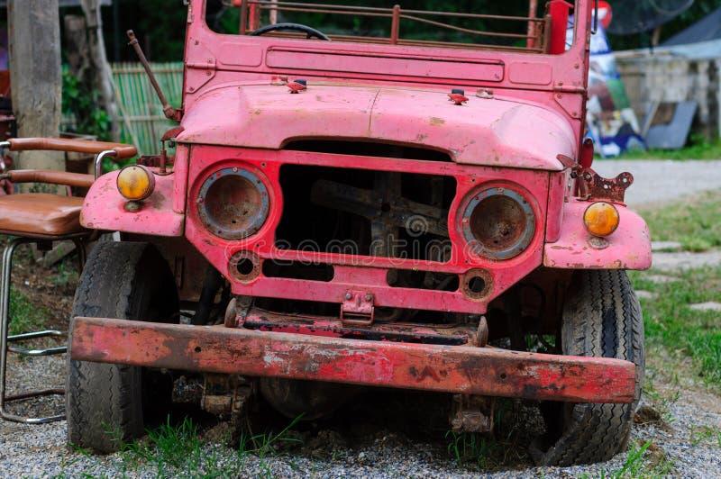 Ein altes Löschfahrzeug stockbilder