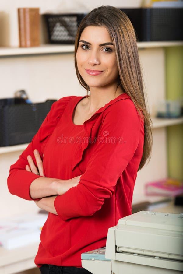 Ein anderer regelmäßiger Bürotag stockfotos