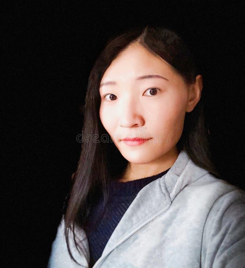 Ein asiatisches Frauenporträt lizenzfreie stockfotos