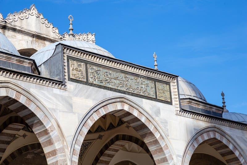 Ein Außendetail von den äußeren Umgebungen von Suleymaniye-Moschee stockbilder