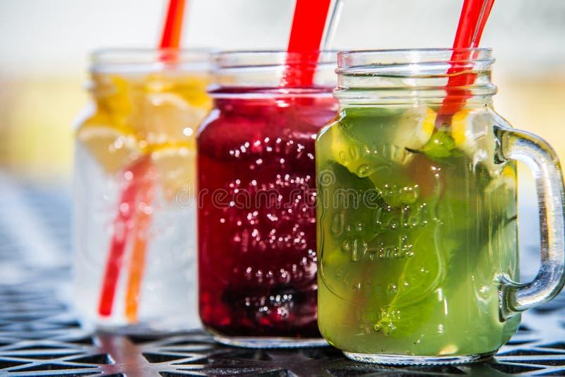 Ein Auffrischungseiskaltes Getränk der sommerzitrusfrucht lizenzfreies stockbild