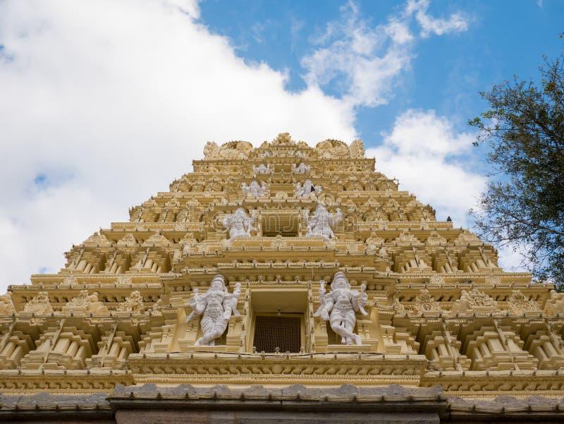 Ein aufwändiger Tempel im Boden des königlichen Palastes Mysore, Karnataka stockfotos