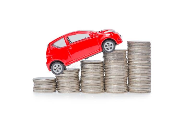Ein Autostand auf einem Stapel Münzen stockfoto