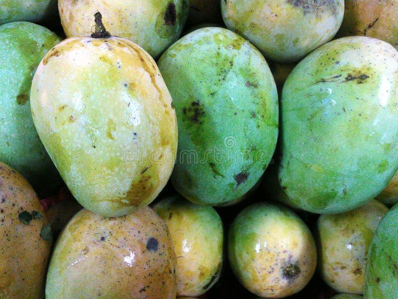 Ein Bündel der frischen Mango lizenzfreie stockbilder