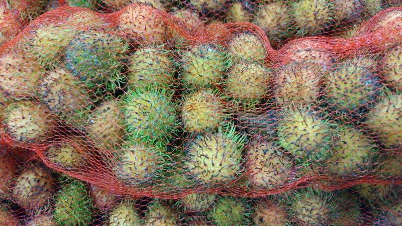 Ein Bündel Rambutanfrucht stockfotos