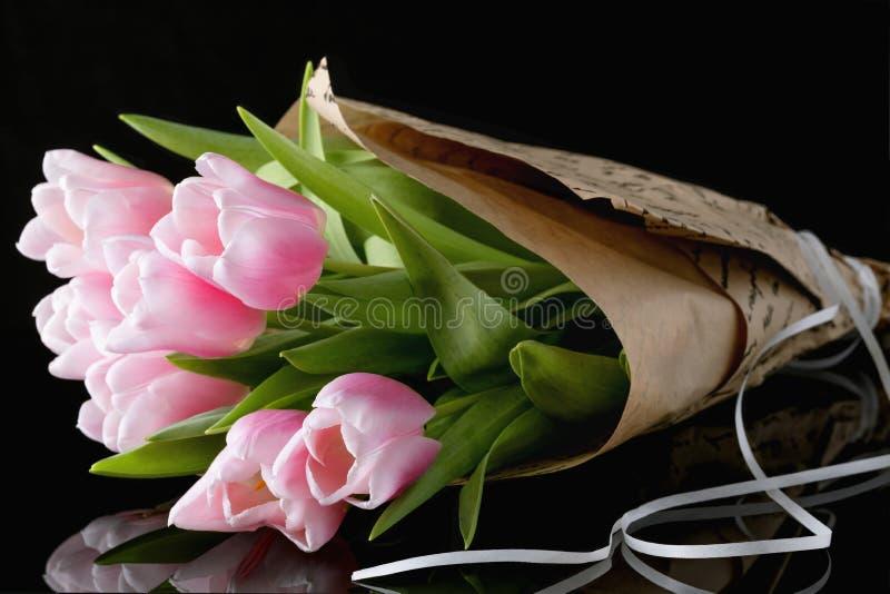 Ein B?ndel rosa Tulpen stockbild