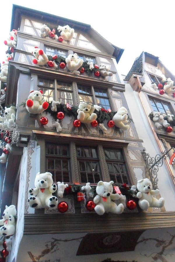 Ein Bauholz-gestaltetes Haus in Straßburg in Frankreich stockbilder