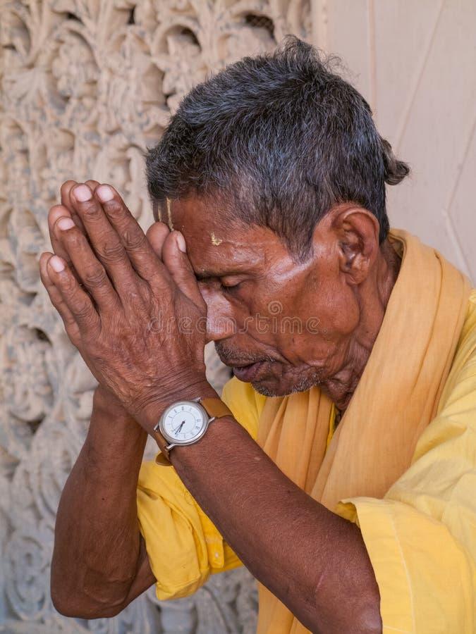Ein betendes sadhu lizenzfreie stockfotos