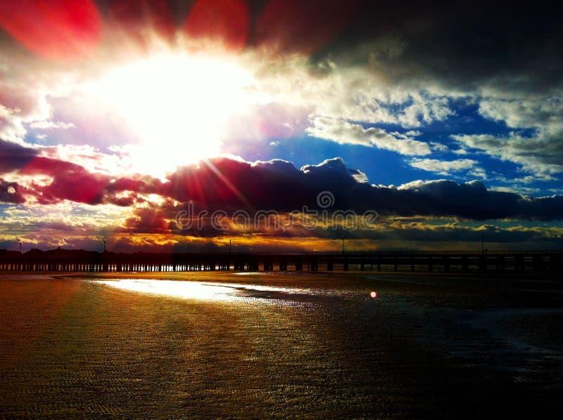 Ein bewölkter Tag an der Bucht stockbilder