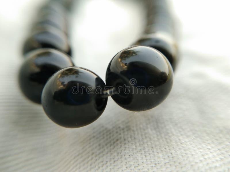 Ein Bild des Armbandes der schwarzen Diamanten lizenzfreies stockbild