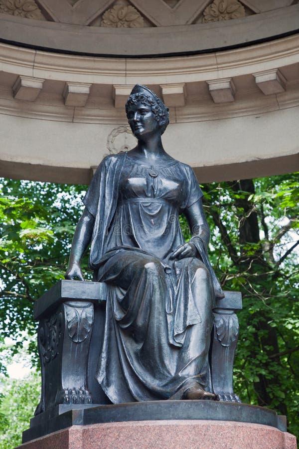 Ein bildhauerisches Monument zu Maria Fiodorovna in Rossi' s-Pavillon stockfotos
