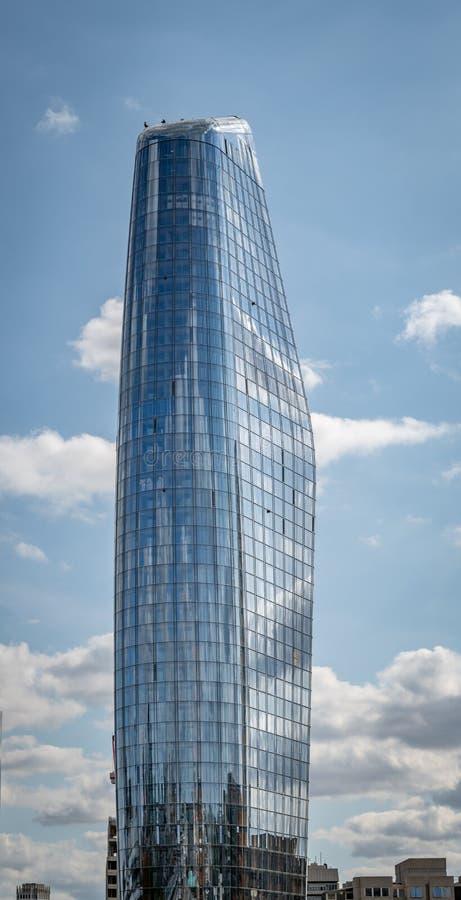 Ein Blackfriers London ein Wolkenkratzer an der Seite der Themse auf Blackfriers-Brücke stockfotos