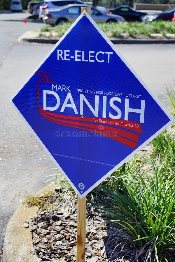 Ein blaues Wahlabstimmungszeichen lizenzfreie stockfotografie