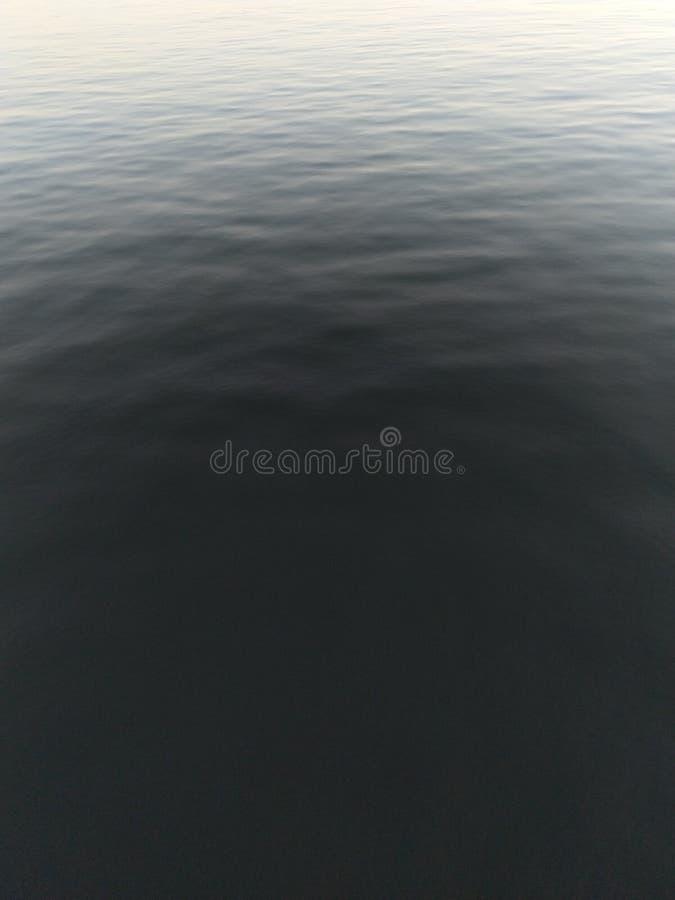Ein Blick in tiefes Wasser stockfotos