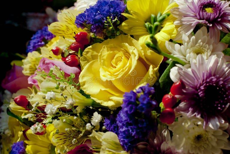 Ein Blumenstrauß der schönen Blumen lizenzfreies stockbild