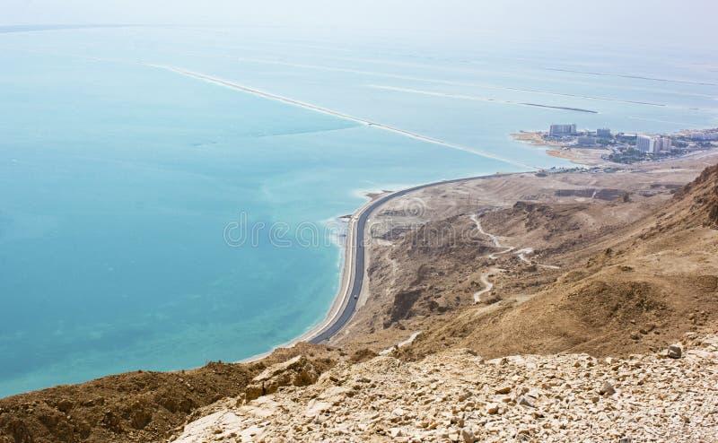 Ein Bokek et la mer morte des montagnes ci-dessus photos libres de droits