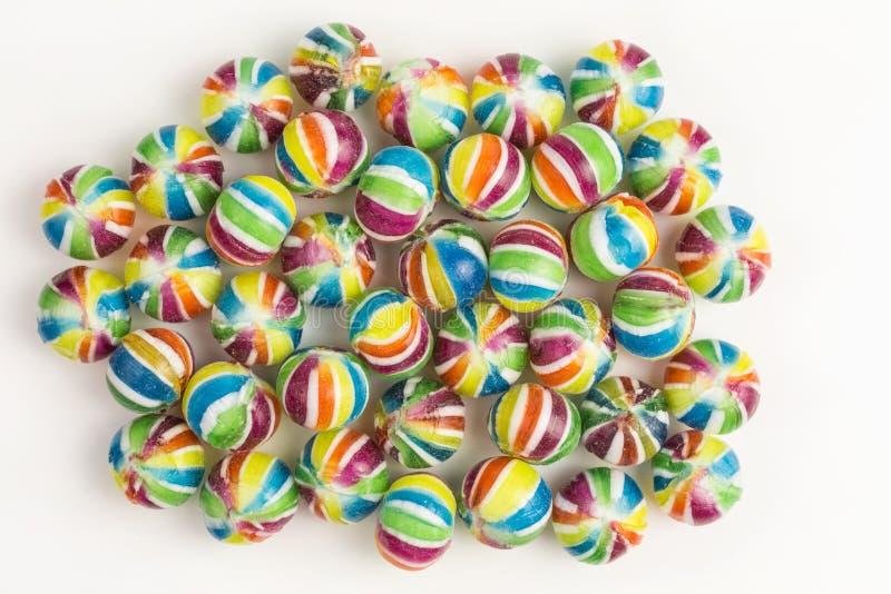 Ein Bonbon auf einem Steuerknüppel, helle gesättigte Farben lizenzfreie stockfotografie