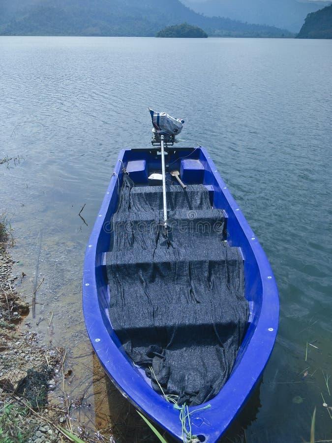 Ein Boot auf der Verdammung lizenzfreies stockfoto