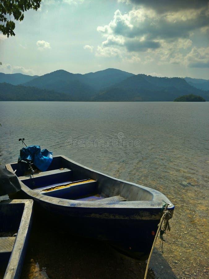 Ein Boot auf der Verdammung stockbilder