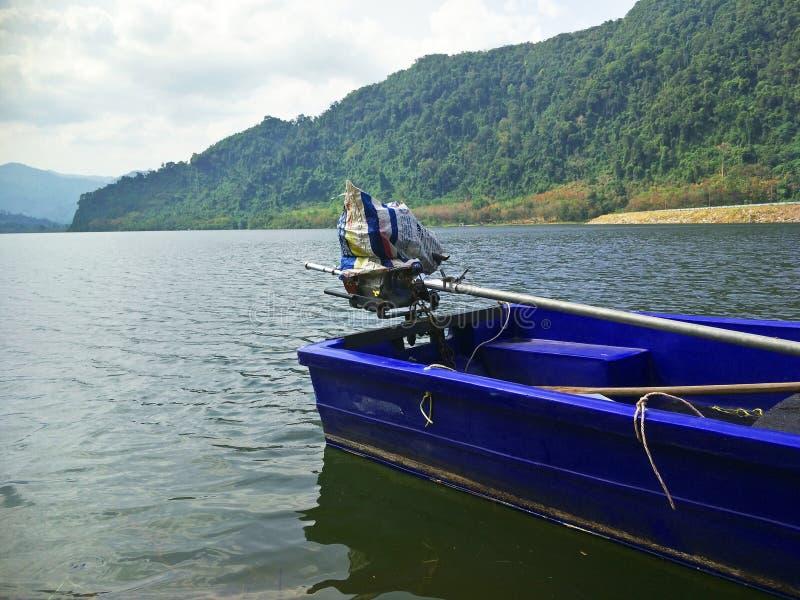 Ein Boot auf der Verdammung stockfotografie