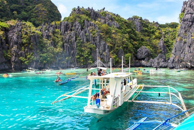 Ein Boot am Strand von EL Nido, Philippinen lizenzfreie stockfotos