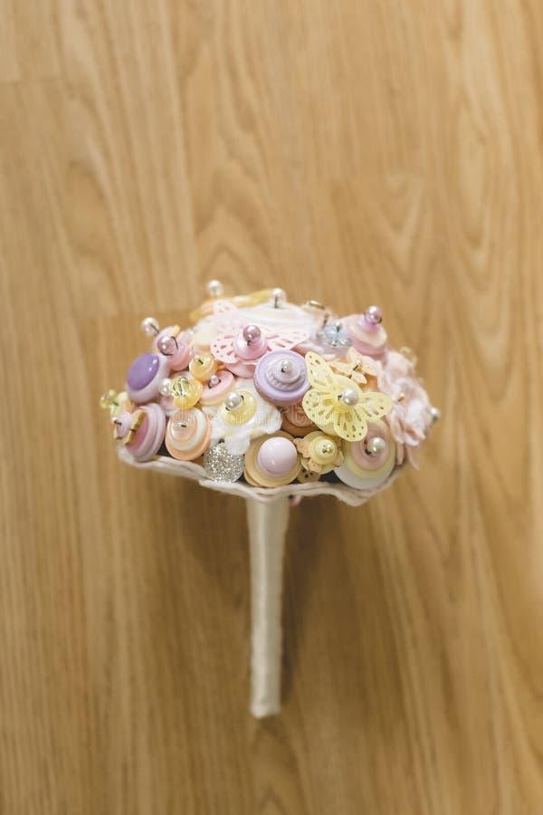 Ein Brautknopfblumenstrauß lizenzfreie stockbilder