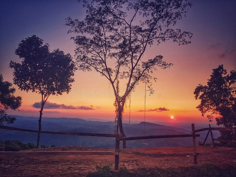 Ein bunter Sonnenuntergang stockbild
