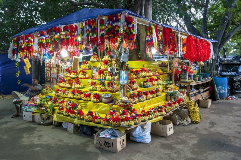 Ein bunter Stall in Kataragama in Sri Lanka lizenzfreie stockbilder