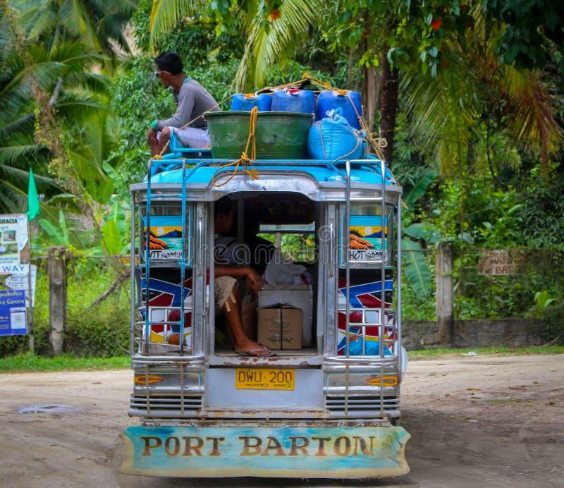 Ein Bus in Port-Barton stockfoto
