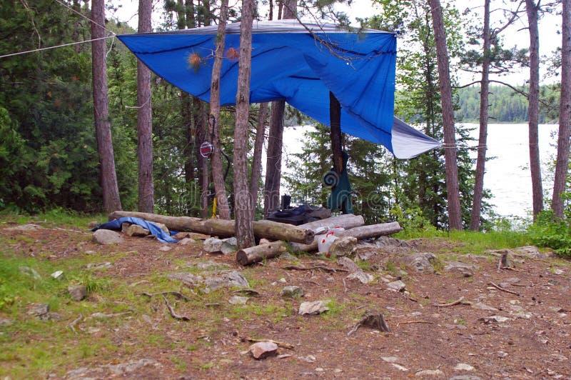 Ein Campingplatz im Grenzgewässer-Kanu-Bereich lizenzfreies stockbild