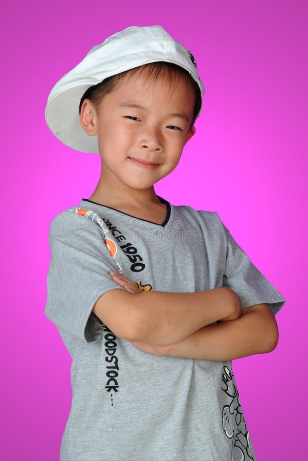 Ein chinesischer Junge mit Lächeln lizenzfreie stockfotografie